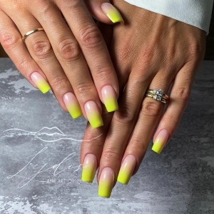 Sunny, optimistic ombre will put you in a good mood! ☀️ 💛 Would you be tempted by such a mani?  #ombrenails #spnnails #projectnailsuk #yellownails #uknails #summernails #fyppage #nailsofinstagram #yellowombrenails